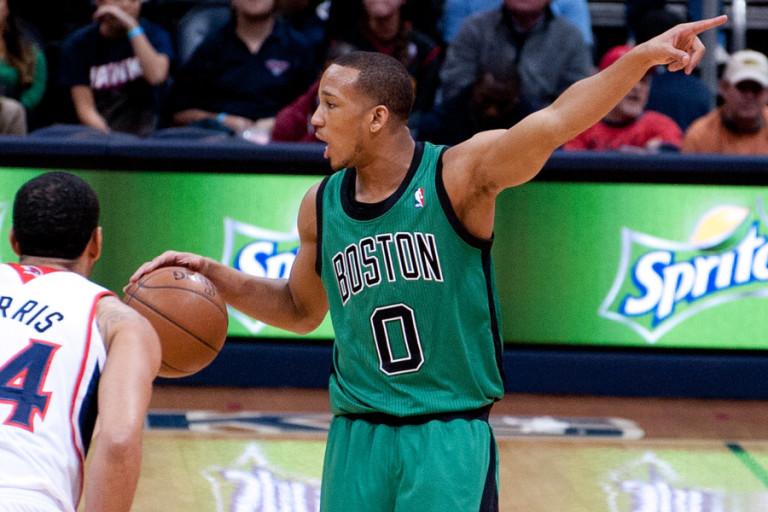 Wyniki NBA: Wielki game-winner Bradleya, Spurs upokorzyli Mavs w derbach