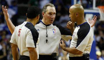 NBA: Sędziowie nie chcą machania nogami