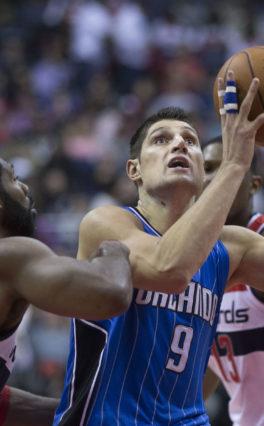Wyniki NBA: Lonzo Ball o krok od triple-double. 41 punktów Vucevicia!