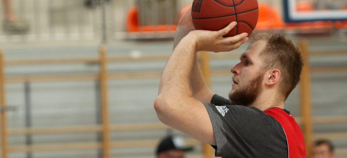 NBA: Przemek Karnowski testowany w Północnej Karolinie