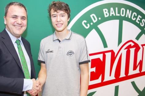 Andrzej Pluta junior podpisał kontrakt z Sevilla