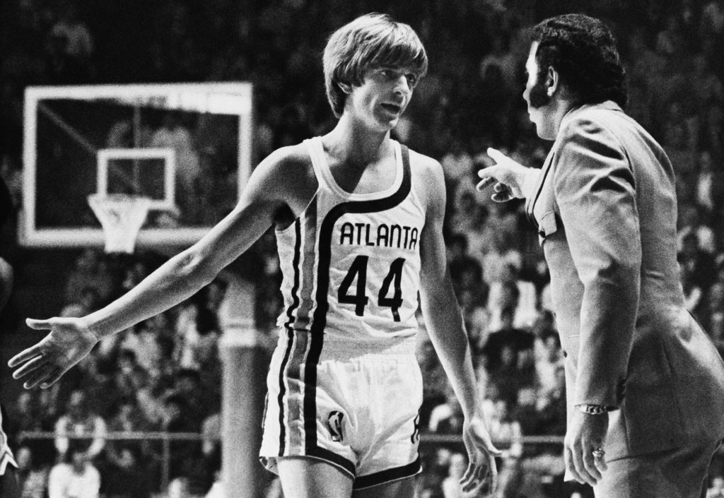 "Before making his debut into professional basketball, ""Pistol"" Pete Maravich receives last minute instructions from Coach Richie Guerin, in Atlanta, Oct. 20, 1970. Maravich spent the first quarter of the Atlanta Hawks-Milwaukee Bucks game on the bench. (AP Photo/Toby Massey)"