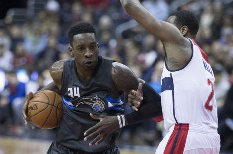 NBA: Środkowy zostaje w Oakland, Cavs podpisują skrzydłowego