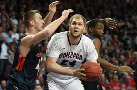 NCAA: Tar Heels zdobywają mistrzostwo, 9 punktów, 9 zbiórek Karnowskiego