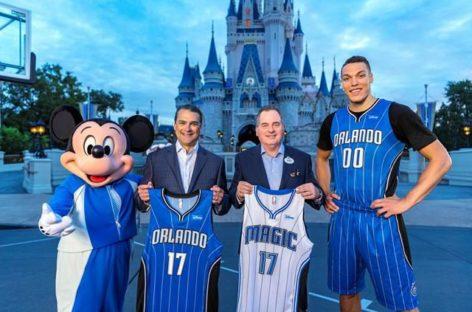 NBA: Kluby zaprezentowały reklamy na koszulkach