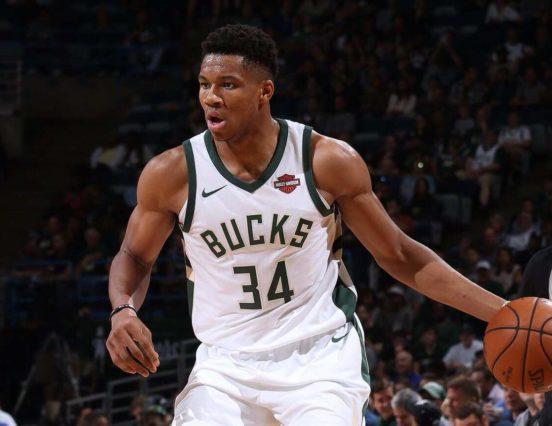 Wyniki NBA: 44 punkty Antetokounmpo, Curry i Durant wyrzuceni z boiska!