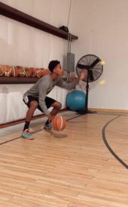 Piłeczka tenisowa w treningu koszykówki?
